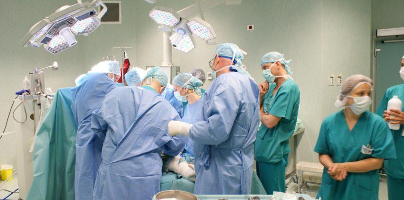 Salariile medicilor vor crește consistent în 2017
