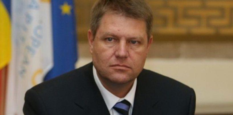 Klaus Iohannis refuză să promulge legea eliminării celor 102 taxe. A atacat-o  la CCR