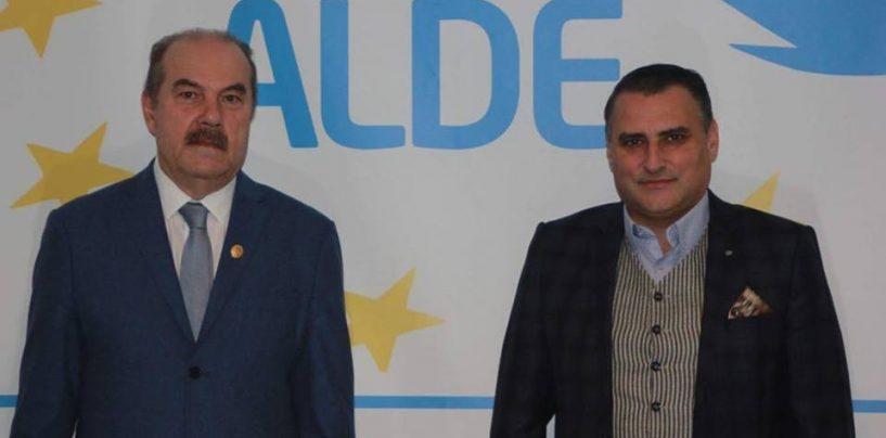 Liderii ALDE Arad au sărbătorit Ziua Națională în mijlocul oamenilor