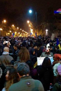 Klaus Iohannis s-a pus în fruntea mitingului împotriva legii privind grațierea și amnistia