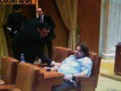 Cum se doarme in Parlament! Un vicepresedinte al Senatului (USR), plictisit de dezbaterile pe buget