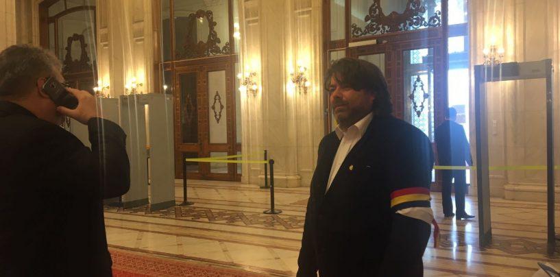 Mihai Goțiu (USR) s-a trezit din somn! L-a întâmpinat pe Klaus Iohannis la intrarea în Parlament