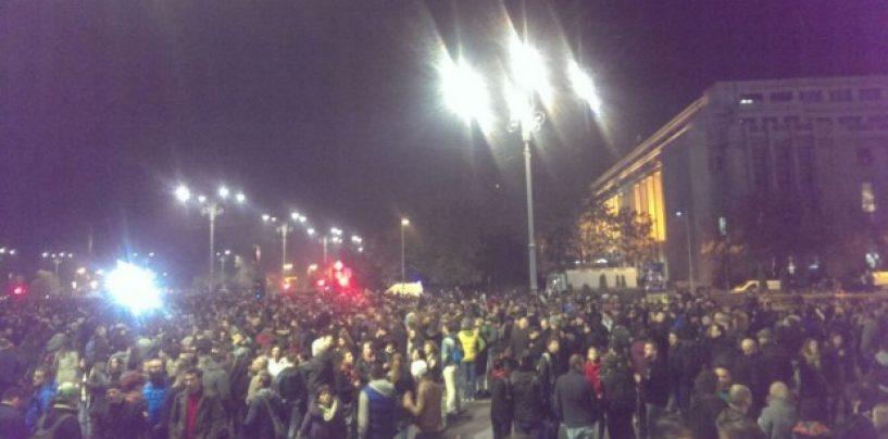O nouă zi de manifestații în toată țara. Update: Peste 120 000 de oameni protestează în fața Guvernului