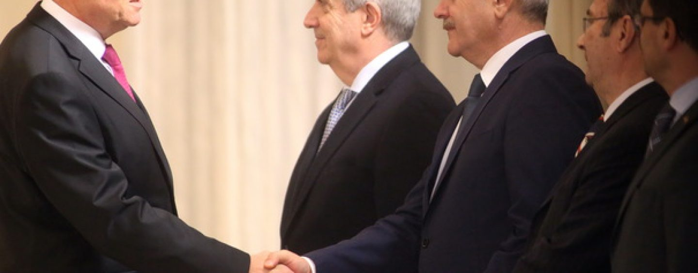 Președintele Iohannis îngroapă securea războiului. Întâlnire de taină cu liderii PSD-ALDE