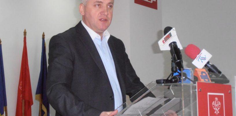 Adrian Țuțuianu: Klaus Iohannis ar trebui să dea lămuriri legate de cazul caselor pierdute