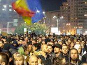 Protestul din Piața Victoriei degenerază: bătaie în toată regulă între patru tineri