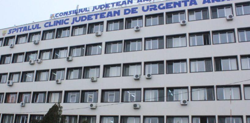 In curtea CJ Arad: Cum se teleportează un cadru medical, în cinci functii deodată, pe parcursul unei zile de muncă