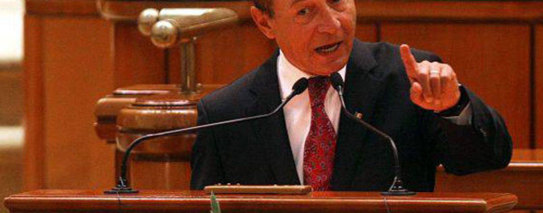 Traian Basescu, spectacol in Parlament: Hai sa anchetam si corectitudinea alegerii lui Cuza la 1859