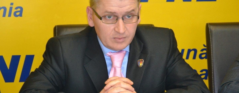 Penibil! Deputatul Florin Roman renunță la greva foamei după numai 3 ore