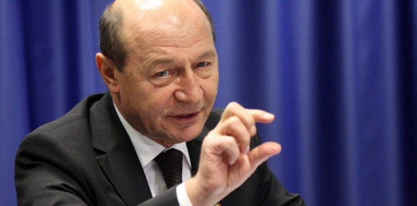 """Traian Băsescu: Copiii au cântat """"Treceți, batalioane române Carpații"""", chiar în satul lui Dodon"""