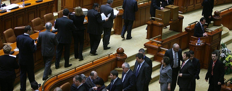 Scandal imens în Parlament: PSD-ALDE au modificat regulamentul Camerei Deputaților