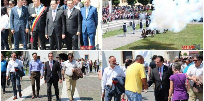 La aniversare! Ludovic Orban a primit onorul Gărzii Cetății Alba Carolina. Mircea Hava știe de ce!
