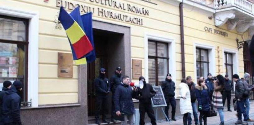 """Trupele de securitate ale Ucrainei au descins la Centrul românesc """"Eudoxiu Hurmuzache"""" din Cernăuți"""