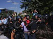 Protestul diasporei: Sticle și pungi cu fecale aruncate către jandarmi. Riposta: gaze lacrimogene