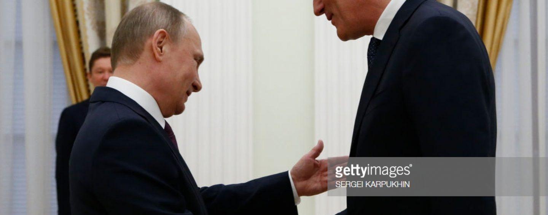 """Pe mâinile cui mai sunt resursele noastre? Vladimir Putin l-a decorat pe directorul OMV cu """"Ordinul Prieteniei"""""""