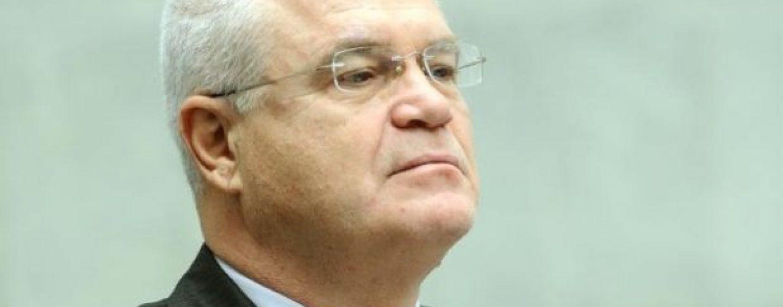 Eugen Nicolicea hărțuit de un protestatar celebru: Vă mai bateți joc de noi? Golanule!