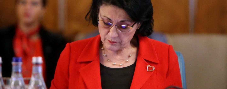 """Ecaterina Andronescu, demisă din Guvern pentru declarații """"profund greșite"""""""