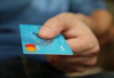 Card sau cash? Tu pentru ce optezi?