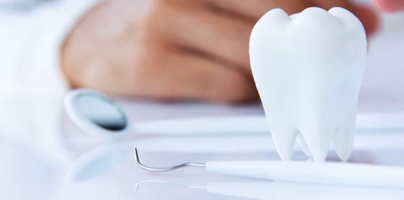 Cat dureaza si ce riscuri are un implant dentar?