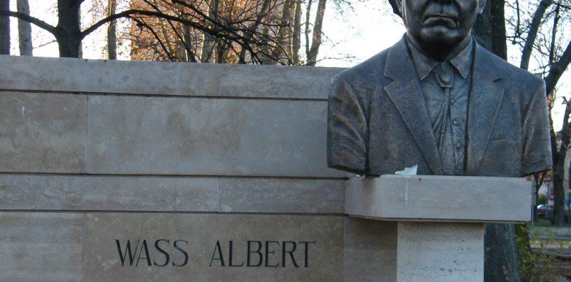 Profesorii din Ungaria refuză să predea în școală operele criminalul de război, Albert Wass
