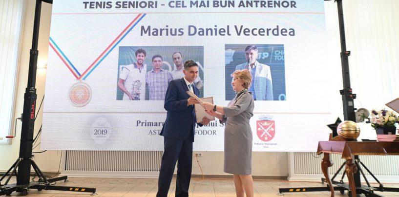 """Meritocrație în """"familia"""" Iohannis. Antrenorul """"primei doamne"""", premiat de Primăria Sibiu"""