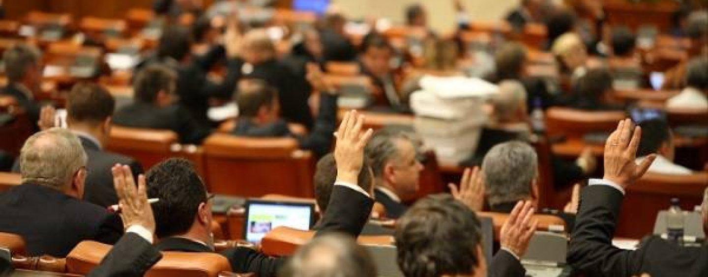 Democrație, dar să fie pentru noi! Începe joaca de-a anticipatele în Parlament