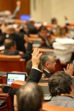 Unii spun că moțiunea de cenzură merge la Parlament, alții că va merge la CCR. Noi ce înțelegem?