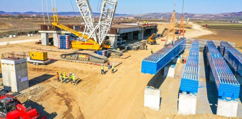 Aici nu există criză! Imagini superbe pe autostrada Sebeș-Turda. Construcția podului de peste Mureș