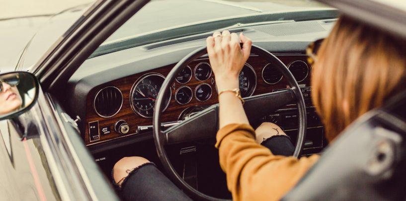 Află AICI 5 motive pentru care bărbații ar trebui să ia lecții de condus de la femei