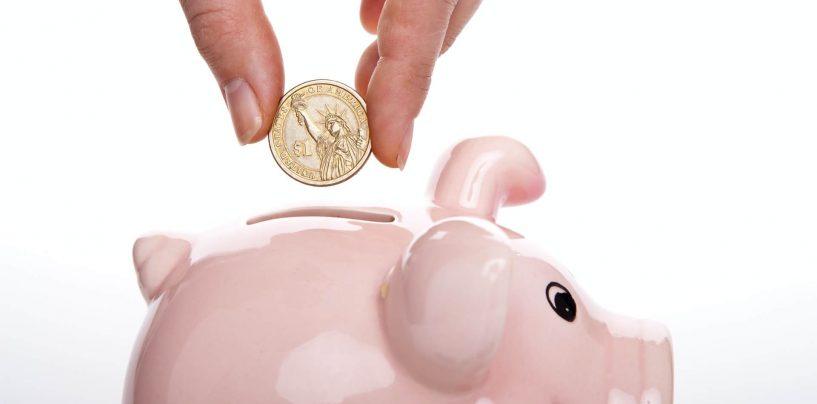 Ești la început de carieră? Află 3 trucuri care îți vor permite să strângi bani pentru vacanța mult dorită!