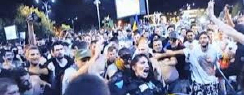 """Adevarul din dosarul """"10 august"""". DIICOT: Protestatarii pasnici au fost complici la violentele impotriva jandarmilor"""