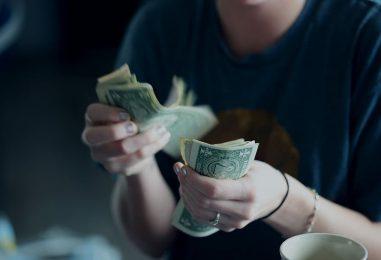 Gestionarea banilor pe timp de criză: 5 sfaturi pentru a trece cu bine prin astfel de momente