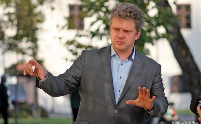 Mentalitate de secol 19. Pentru că a fost criticat, primarul din Târgu Mureș îi trimite la colț pe români