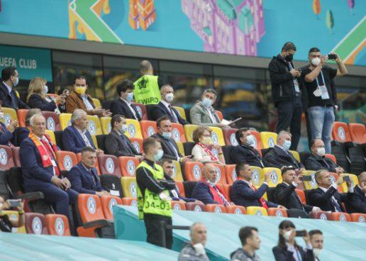Politicienii, vedetele de pe Stadionul Național. Regii fotbalului, ținuți în tribună