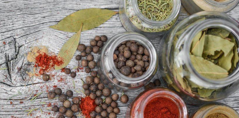 5 condimente și ierburi care te fac fericit