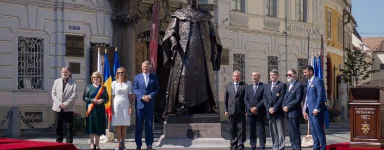 O afacere săsească. Cum i-a rămas dator Iohannis cu o statuie, baronului Samuel de Brukenthal